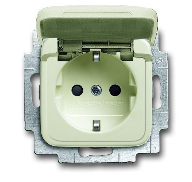 busch jaeger 20 eukb 212 schuko steckdosen einsatz mit klappdeckel wei online kaufen im voltus. Black Bedroom Furniture Sets. Home Design Ideas